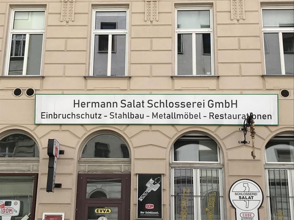 Schlosserei Hermann Salat Schlosserei GmbH - Die Schlosserei Salat ist ein Spezialist in allen nur erdenklichen Gesichtspunkten, die die Schlosserarbeit mit sich bringt. Außerdem ist die Schlosserei darauf bedacht keine Aufträge abzulehnen, egal um welche außergewöhnliche oder komplizierte Arbe...